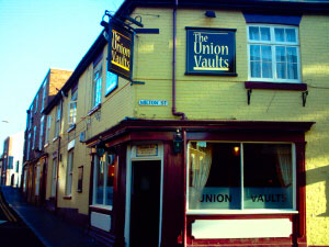 Union Vaults near the Mill Hotel. Please click for Pub Review